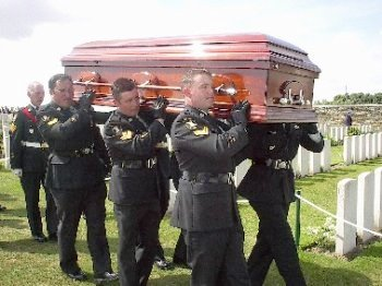 coffin-of-unidentified-3rd-bn-soldier-reburied-2003