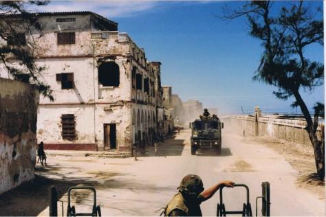 Convoy through Mogadishu