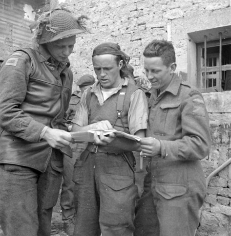 Lt EM Peto 16 Field Company RCE, SgtMjr C Martin, Rfn NE Lindenas, planning where to lay a minefield, Bretteville-Orgueilleuse20June44