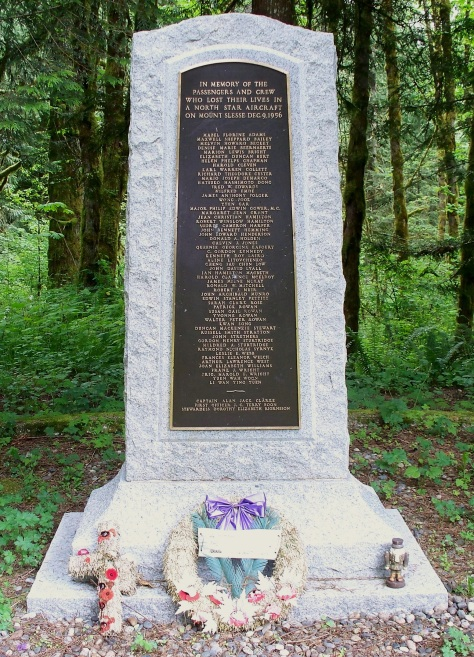 Flight_810_Memorial By Jonhall - Own work, CC BY 3.0